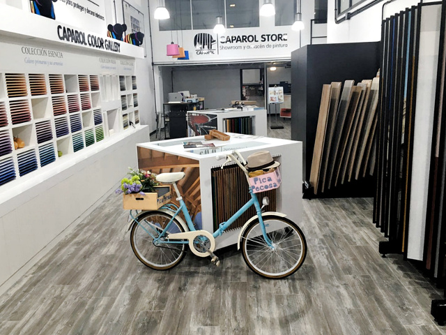 bicicleta-pintada-pintura-spray-diy-resultado-final-expuesta-tienda