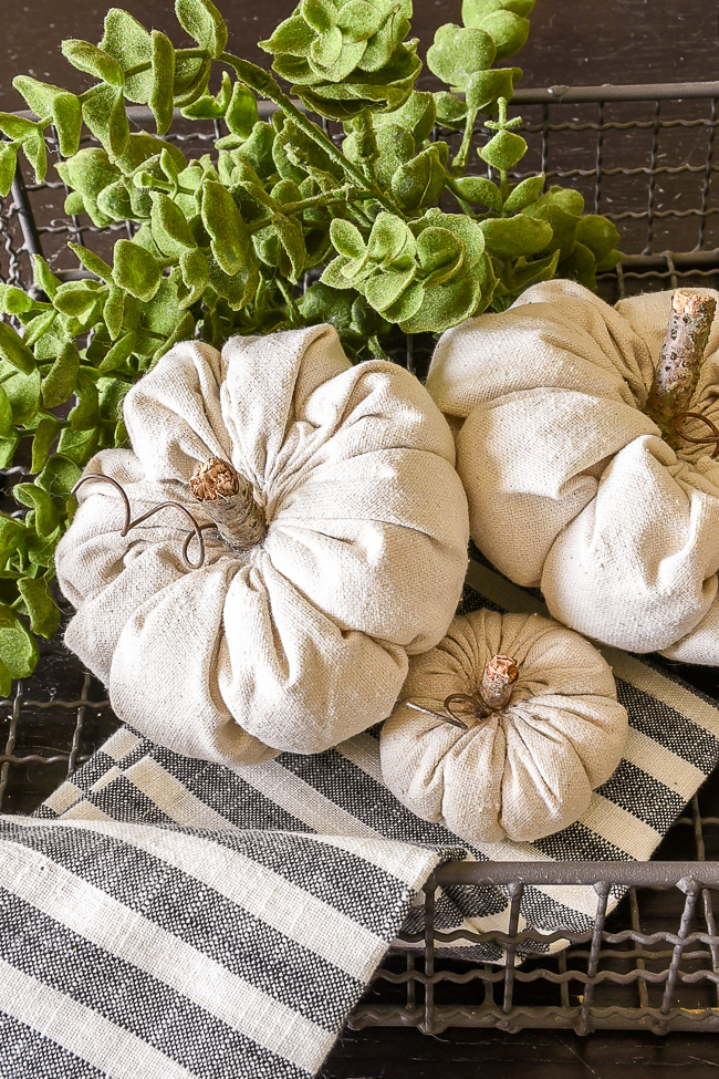 How to make DIY fabric pumpkins