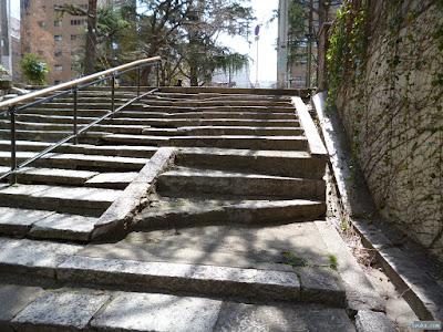 天満橋駅近くの階段