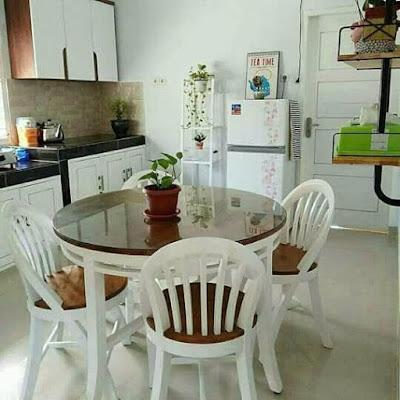 meja makan minimalis modern untuk rumah baru