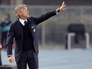 Italy_Roberto_Mancini_2_Domicile_Exterieur_2018_2019_achat_maillot_de_foot_pas_cher.JPG