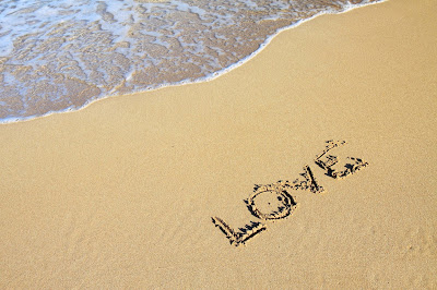 word-love-in-sand-sea-area
