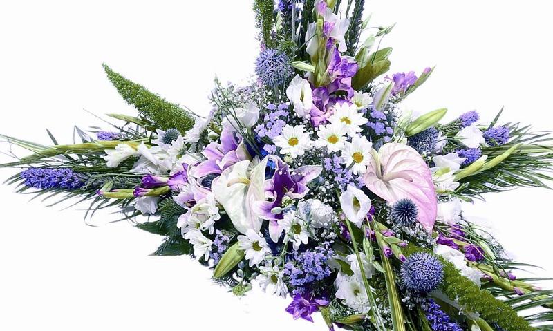 Coronas de flores en servicios funerarios Cadiz