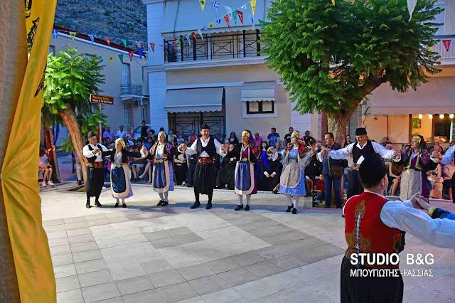 Με παραδοσιακούς χορούς έληξαν οι εκδηλώσεις για την εορτή του Αγίου Πνεύματος στο Ναύπλιο (βίντεο)
