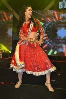 Bollywood Actress Model Sunny Leone Dance Performance in Red Half Saree at Rogue Audio Launch 13 March 2017  0026.jpg