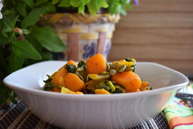 Salteado de col kale con calabaza y semillas