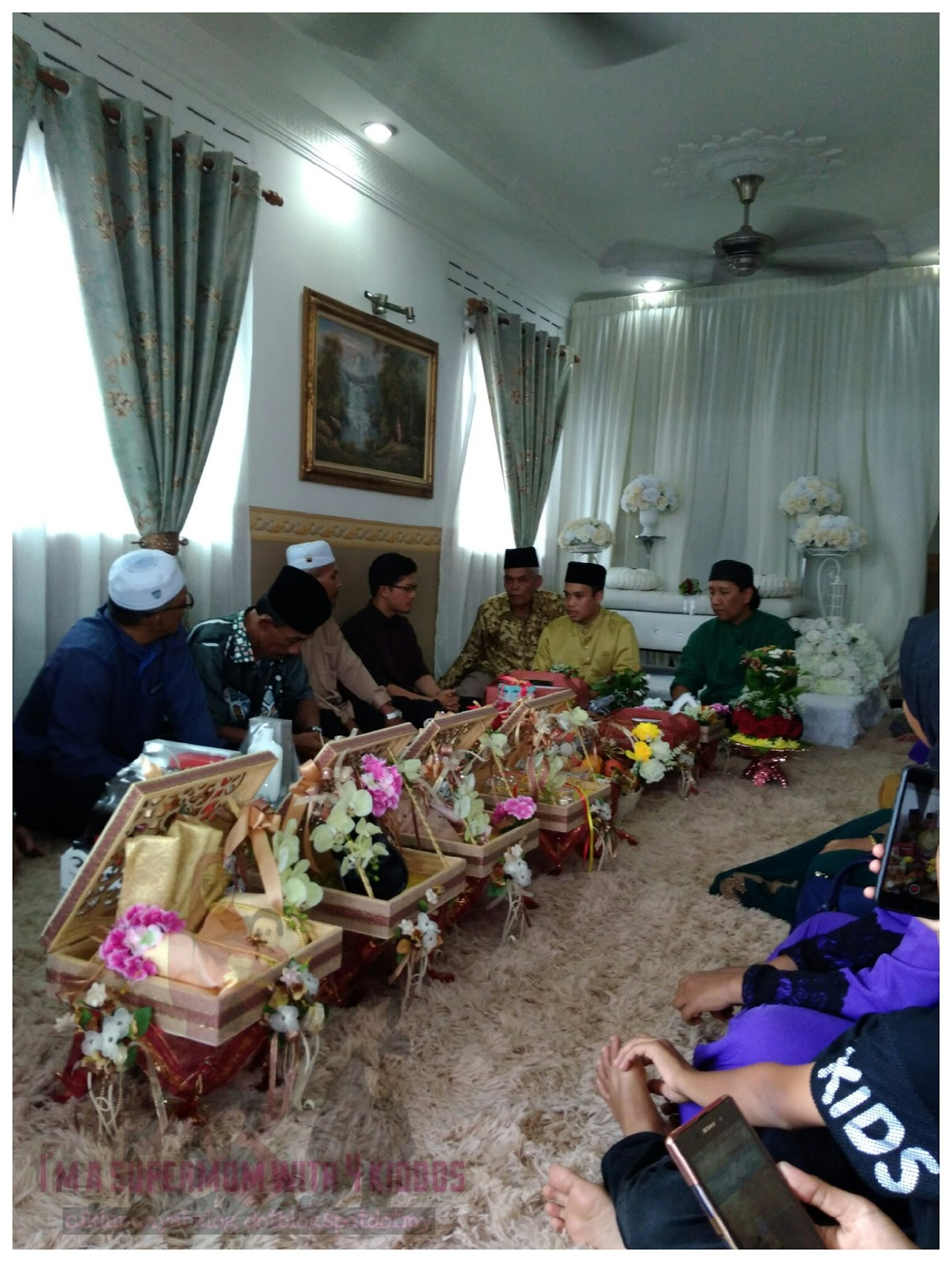 Hujung minggu yang sibuk, attend dua majlis yang sangat meriah. Majlis pertunangan anak saudara.