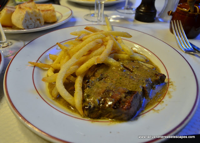 steak frites in Paris