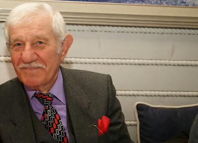 Ο πρόεδρος των μελών του ΚΑΠΗ Ηγουμενίτσας Ευάγγελος Γιάκης δίνει ευκαιρίες χαράς