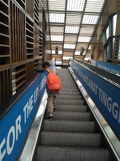 Tata cara naik eskalator di Kuala Lumpur