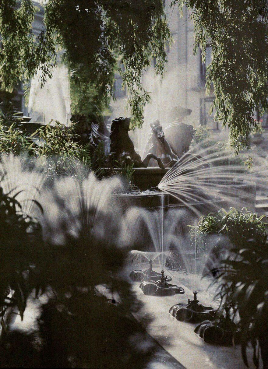 40 Old Color Pictures Show Our World A Century Ago - The Neptune Fountain, Cheltenham, 1910