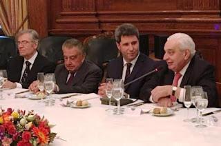 Les dijo que la provincia es propicia para las inversiones y cosechó el interés de los participantes.