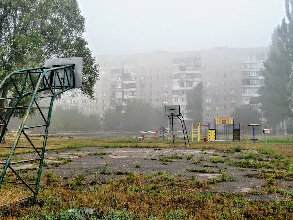 Авдеевка. Спортивная площадка возле школы № 5