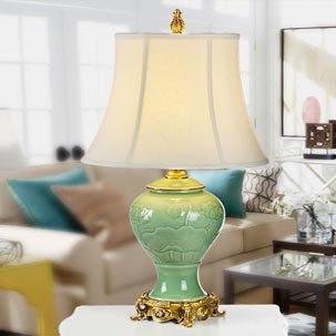 Cập nhật những mẫu đèn bàn gốm trang trí tân cổ điển cho phòng ngủ đẹp