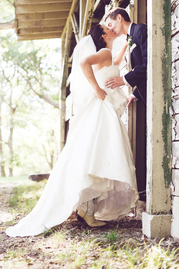 bride+groom+bridal+ceremony+river+lake+southern+south+pink+white+green+cowboy+cowgirl+horse+floral+arrangements+wood+woodland+rustic+shabby+chic+centerpiece+wedding+cake+dog+ring+bearer+dogs+simply+bliss+photography+1 - Grandpa's Ranch