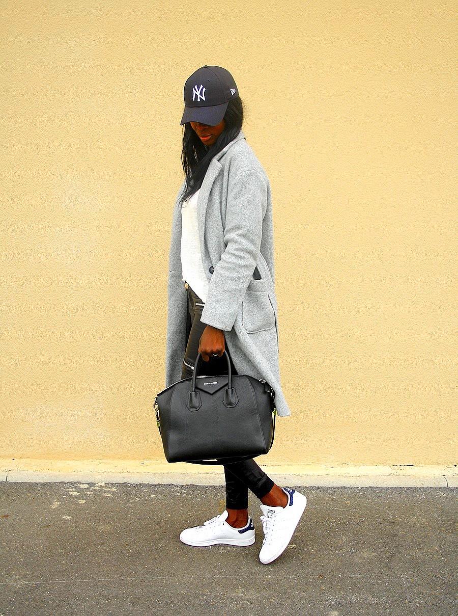 look-du-jour-sport-chic-casquette-new-era-baskets-adidas-stan-smith-sac-givenchy-antigona