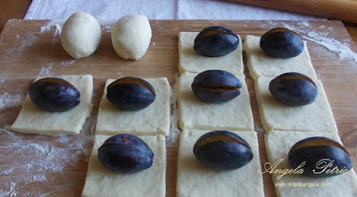 Preparare gomboti cu prune - etapa 5