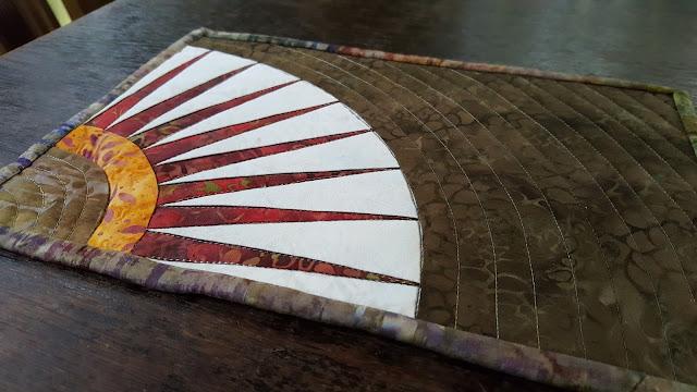 Mug Rug mit New York Beauty Motiv auf Papier genäht