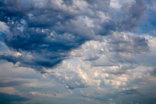 A beautiful sky full of clouds, a blue and white expanse of nature.