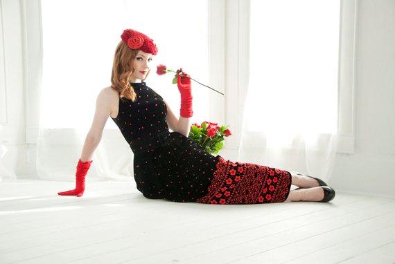 https://www.etsy.com/listing/506811932/vintage-black-velvet-dress-red-floral?ref=shop_home_active_1