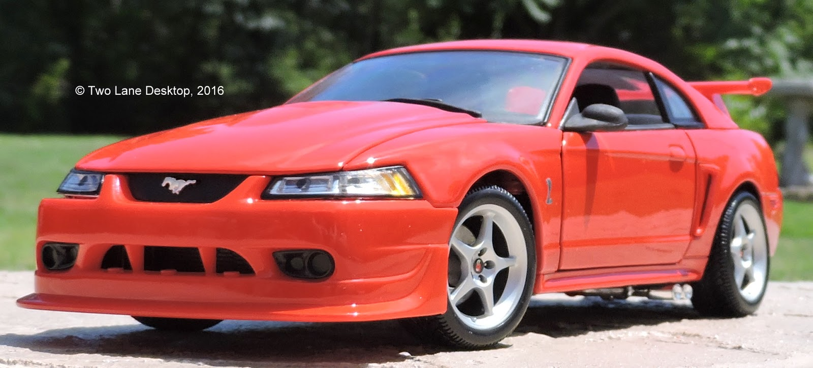 Two lane desktop maisto 1 18 2000 ford svt mustang cobra r - Mustang cobra ...
