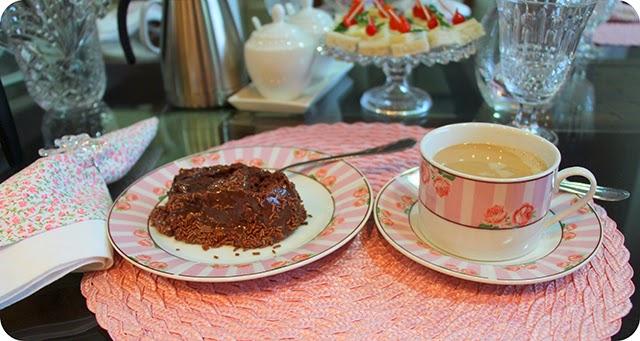 Café com Leite e Bolo Nega Maluca