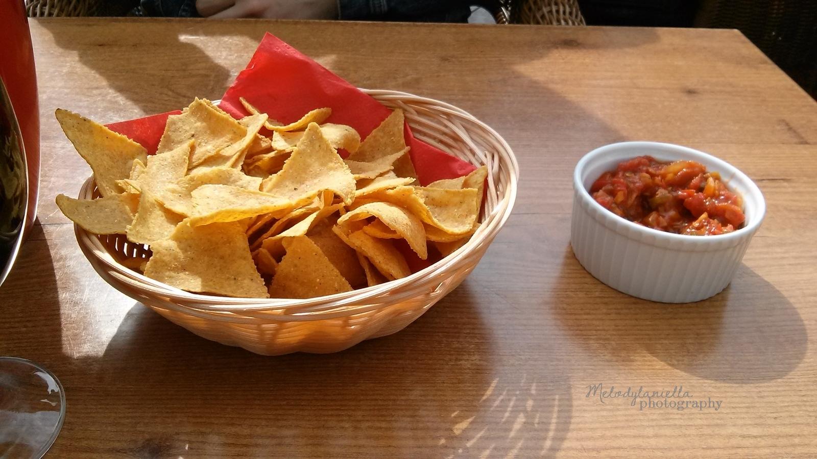 poznan restauracje gdzie zjesc w poznaniu czerwone sombrerro jedznie  dobre lody fajna ukrajna moa burger pysna chalupa lapu papu nachos