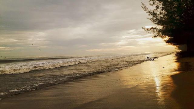Wisata Pantai Pasir Jambak Padang