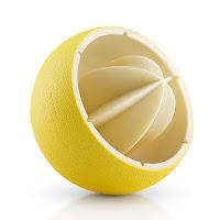 Yarım limon şeklinde tasarlanmış bir limon sıkacağı