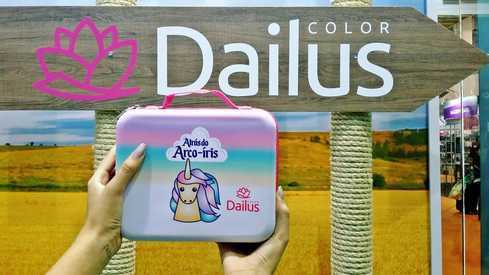 DAILUS ATRAS DO ARCO IRIS