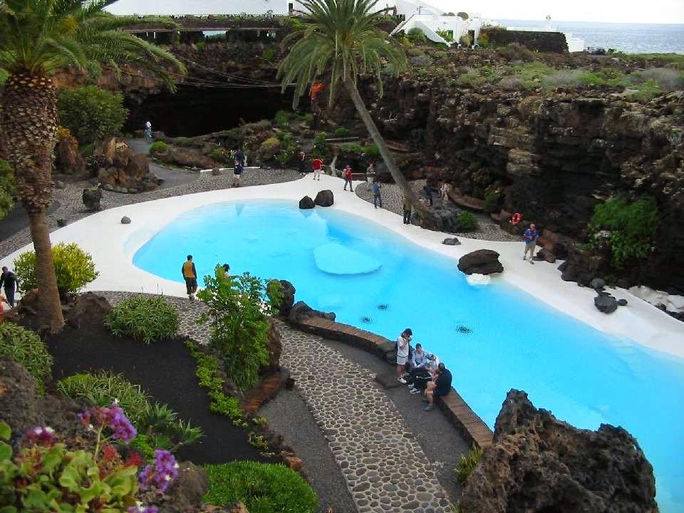 La guarida de bam lanzarote isla de los volcanes - Se puede banar en los jameos del agua ...