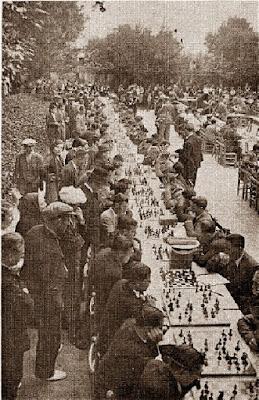 Torneo de ajedrez en los Jardines Arnús de Badalona en 1933