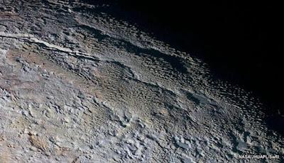 Menara Es Raksasa Ditemukan di Pluto