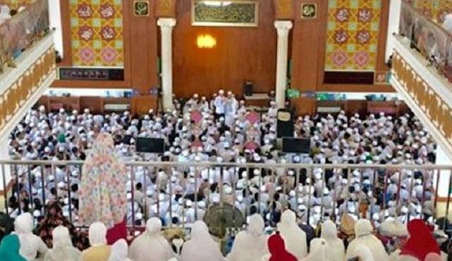Ustadz Arifin Ilham Wafat, Jamaah Terus Berdatangan ke Masjid Az-Zikra