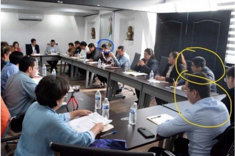 Tres regidores que asaltaron un Oxxo en Hidalgo, exigen les regresen su puesto