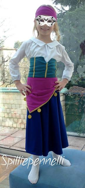 vestito di carnevale per bambina fatto a mano
