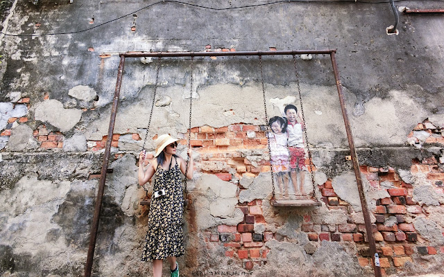 เที่ยวปีนัง Brother and Sister on a Swing - Penang Street Art