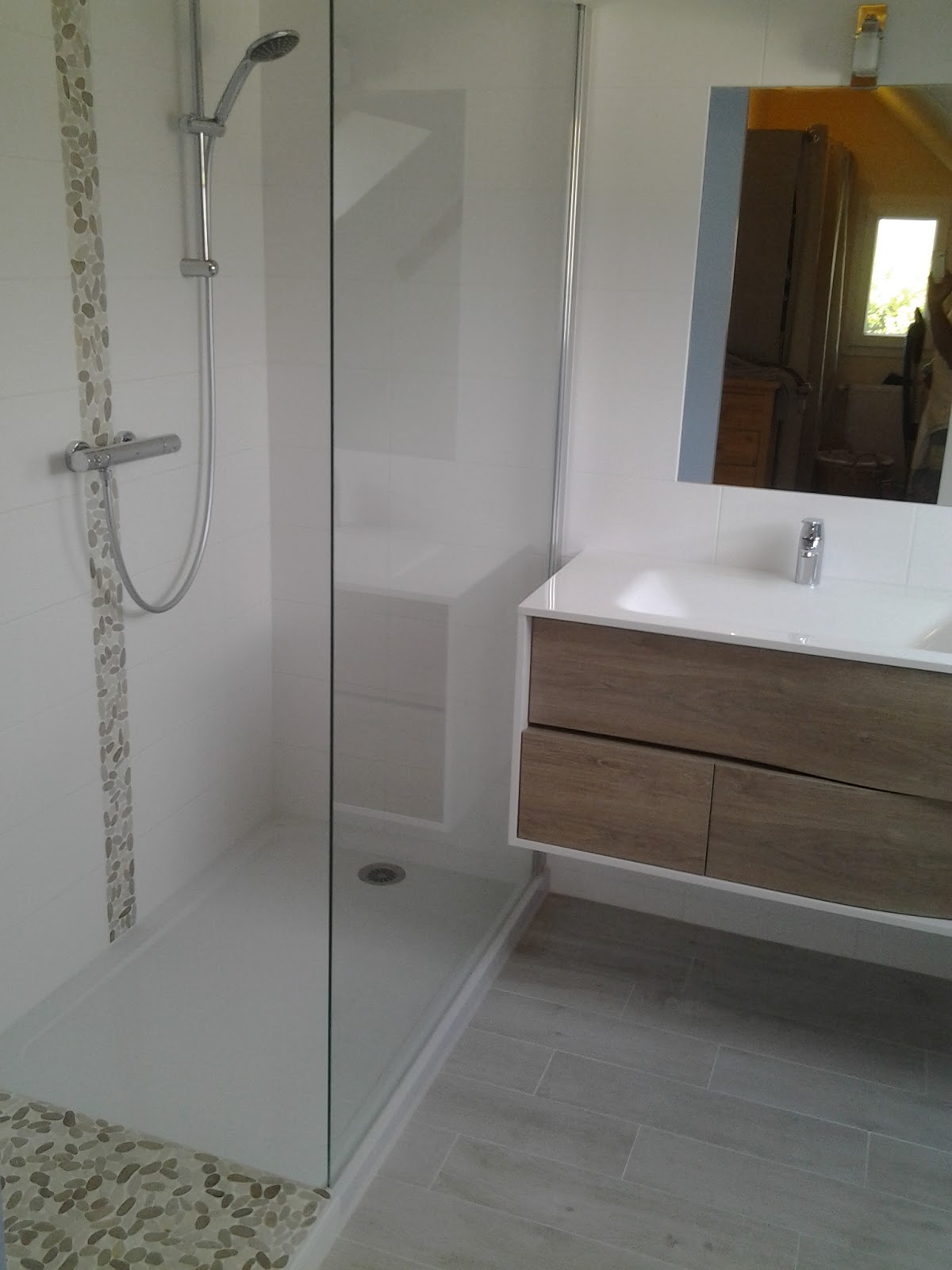 Creation de salles de bains douche a l 39 italienne et - Modele de salle de bain a l italienne ...