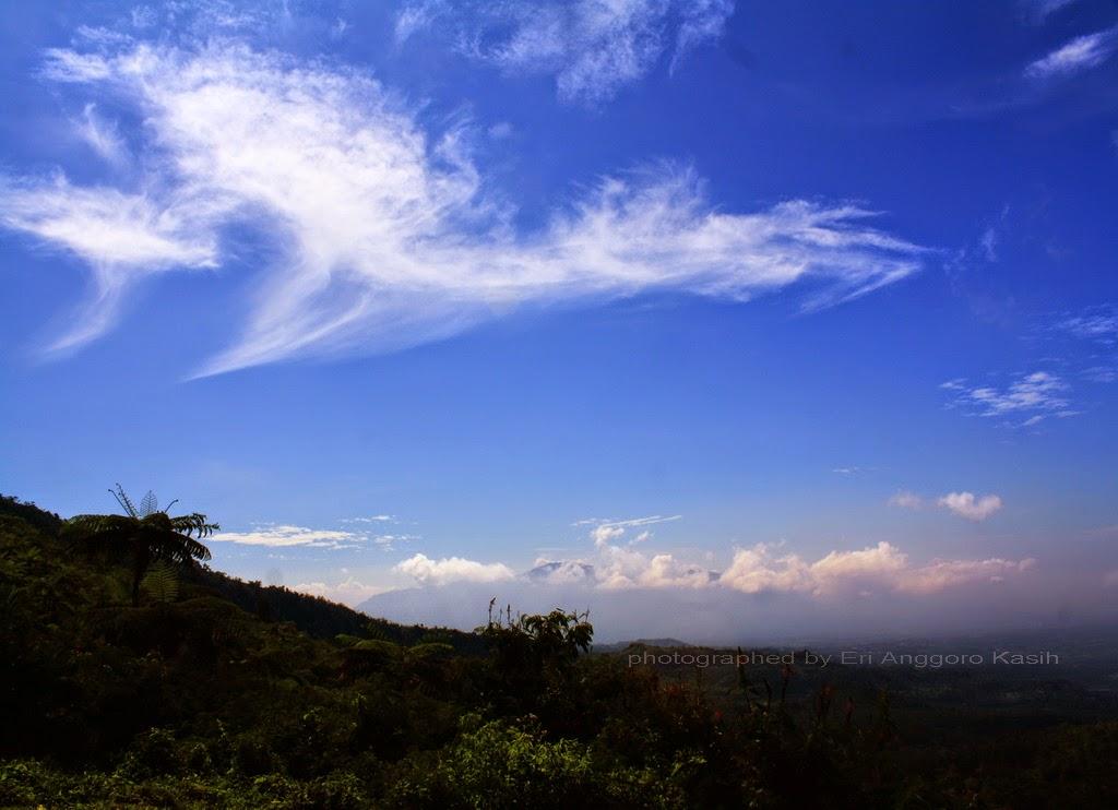 Pemandangan ke arah Gn. Sawal dari Gunung Galunggung