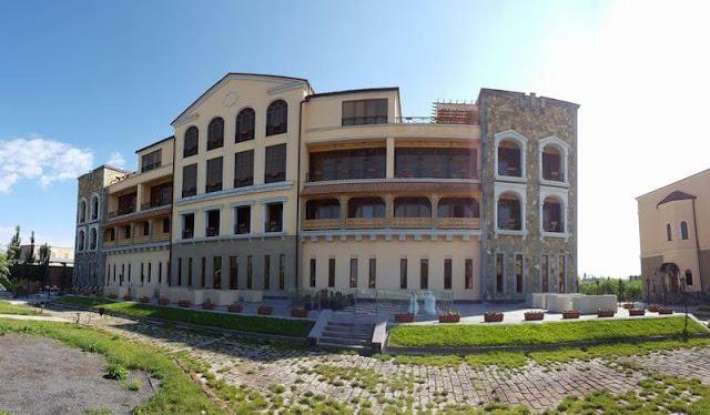 fachada Caucasus hotel Erevan