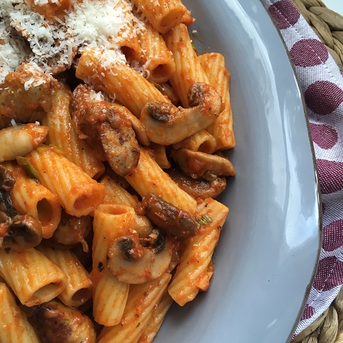 Pasta mit Champignons und Nürnberger Würstchen
