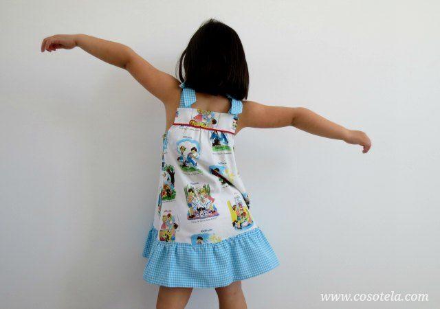 Vista del vestido de espaldas.