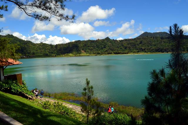 Segerombolan belibis di Danau Linow, Tomohon, Sulawesi Utara +jelajahsuwanto