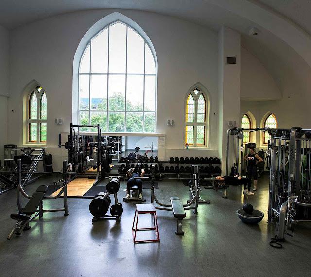 A igreja gótica det Saint Jude é templo do fitness
