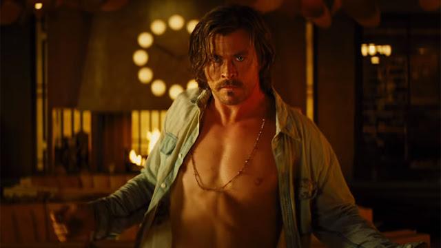 Billy Lee (Chris Hemsworth) dans Sale temps à l'hôtel El Royale