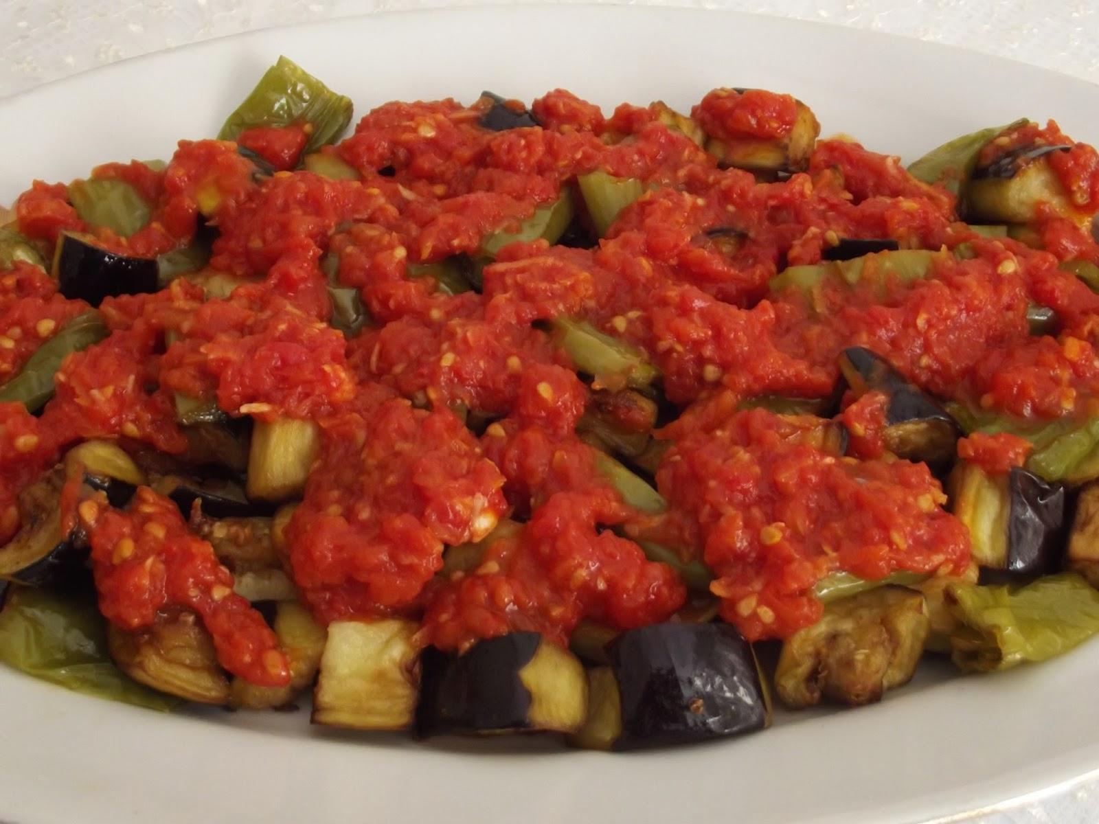 Domates Soslu Patlıcan Tarifi