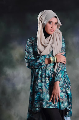 Foto model Hijab foto dalam studio