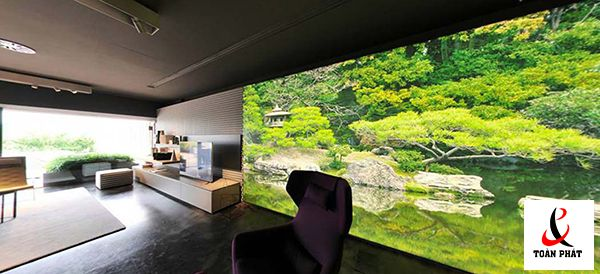 Vách xuyên sáng trang trí mảng tường phòng khách sử dụng tấm in phong cảnh