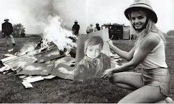 Misteri Dibalik Lukisan Crying Boy Yang Melahap Pemiliknya Dengan Kebakaran