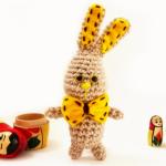 http://www.howtoamigurumi.com/free-crochet-mini-bunny-amigurumi-pattern/
